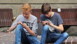 אודיל רוזנפלד במאמר: האם לקנות או לא לקנות לילדים טלפון?