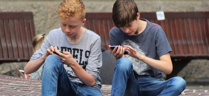 האם לקנות או לא לקנות לילדים טלפון?